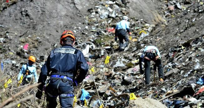 Cơ phó Germanwings 'thực hành tự sát' trước khi máy bay rơi
