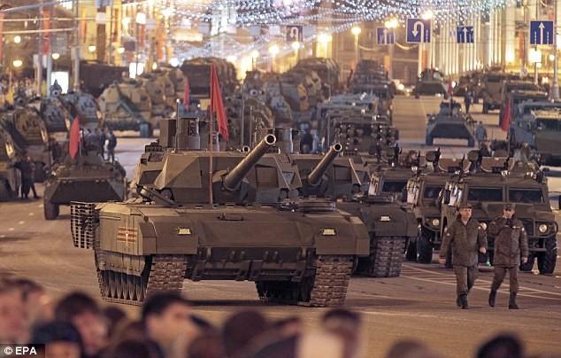 Siêu tăng Armata bất ngờ 'chết đứng' giữa Quãng trường Đỏ