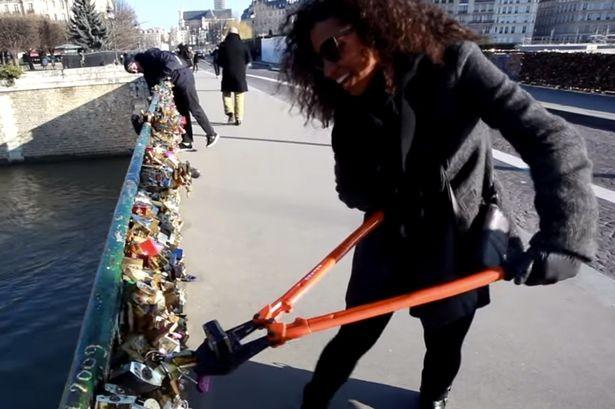 Paris chuẩn bị 'khai tử' hàng triệu 'ổ khóa tình yêu'