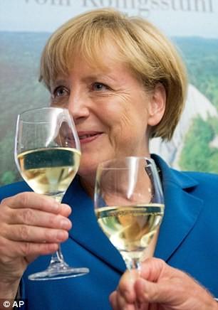 Bất ngờ trước tửu lượng 'đáng nể' của nữ thủ tướng Đức