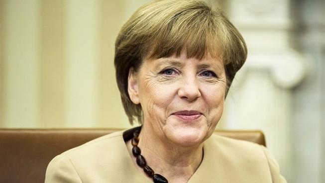 Nữ Thủ tướng Đức 18 năm 'trung thành' một kiểu áo