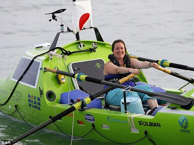 Cô gái Mỹ một mình chèo thuyền vượt Thái Bình Dương