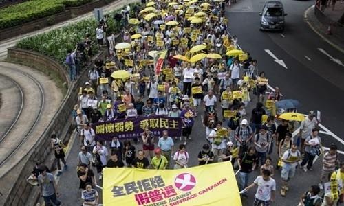 Hàng ngàn người Hong Kong biểu tình phản đối cải cách bầu cử