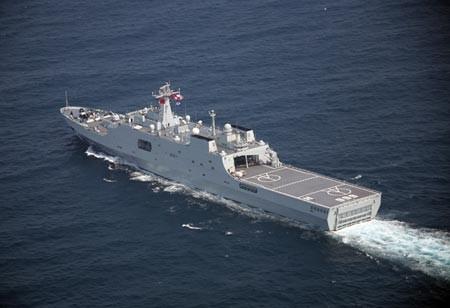 Trung Quốc điều tàu chiến đến Đá Vành Khăn
