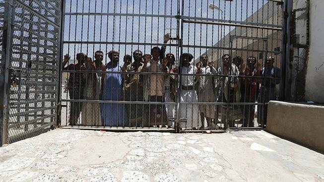 Khủng bố tấn công, 1.200 tù nhân nguy hiểm phá ngục tẩu thoát