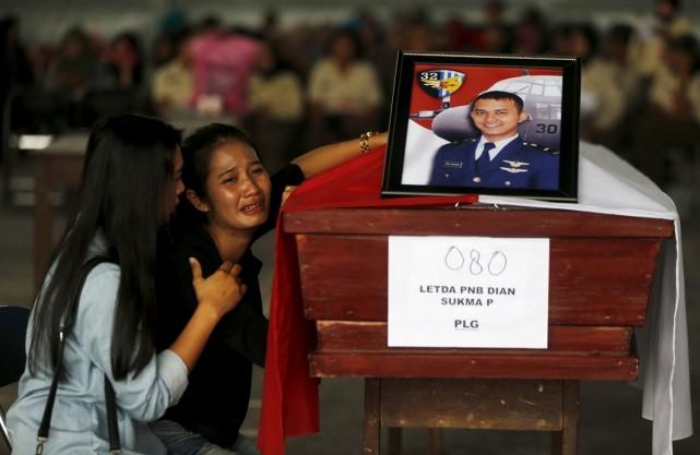 Rơi máy bay Indonesia: 'Ai mua vé rẻ thì không được kiện'