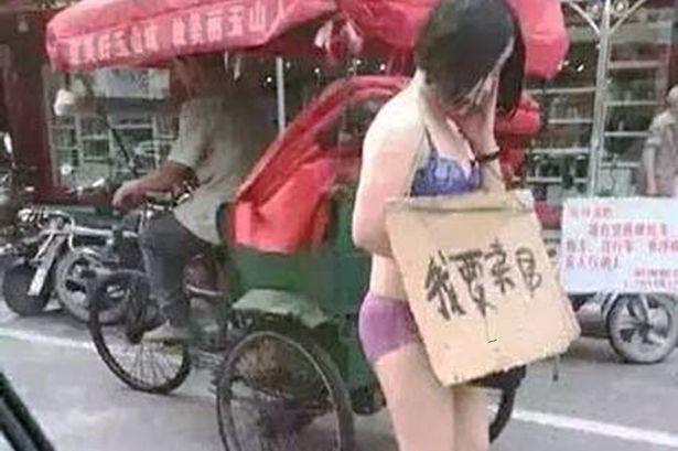 Bắt vợ mặc nội y đứng 'bán thân' vì nghi ngoại tình