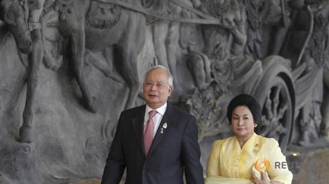 Malaysia điều tra tài khoản ngân hàng của vợ thủ tướng