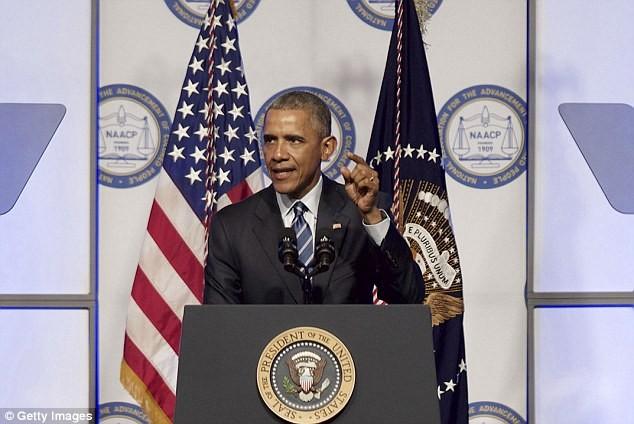Tổng thống Obama sắp 'đối mặt' 5000 người khỏa thân?
