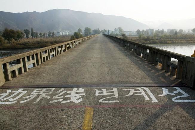 Ông Tập thăm căn cứ quân sự gần Triều Tiên