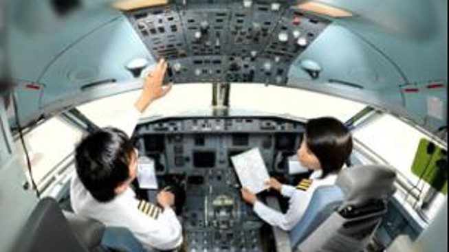 Máy bay Myanmar trượt khỏi đường băng