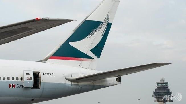 Máy bay hạ cánh khẩn, phát hiện khói trong khoang
