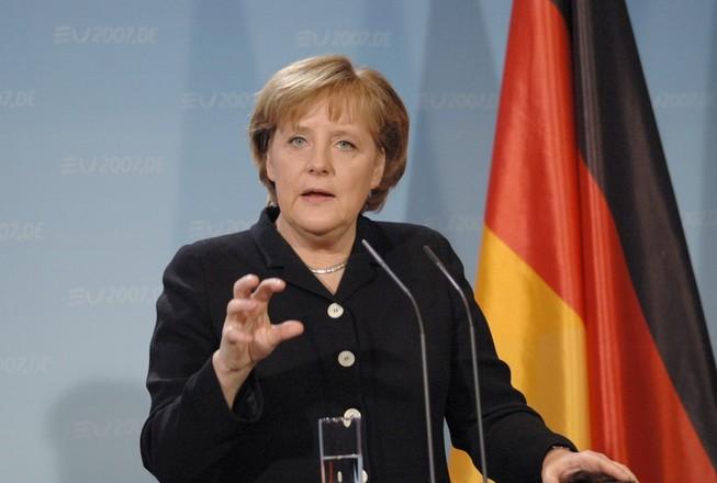 Bà Merkel tiếp tục tranh cử ghế thủ tướng Đức