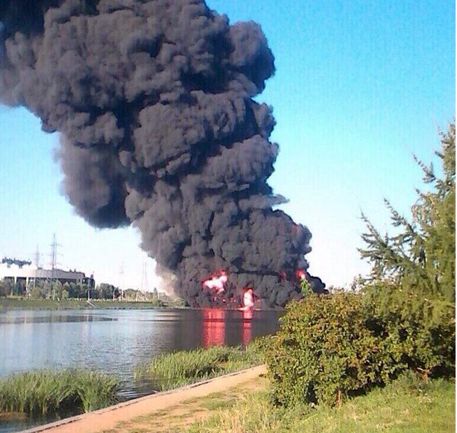 Cột khói đen ngòm gây hoảng loạn tại Moscow