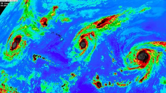 Thái Bình Dương lần đầu tiên xuất hiện cùng lúc ba siêu bão