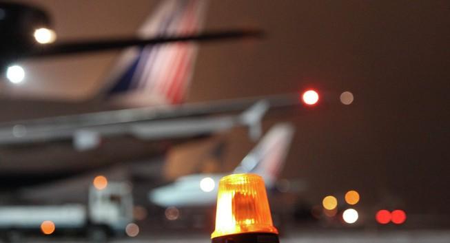 Nga di tản 3000 người khỏi sân bay thủ đô do cháy