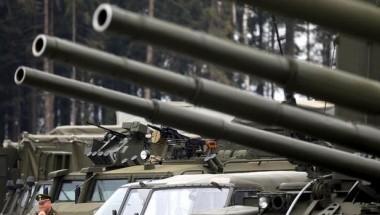 Nga điều động xe tăng đến đường băng tại Syria
