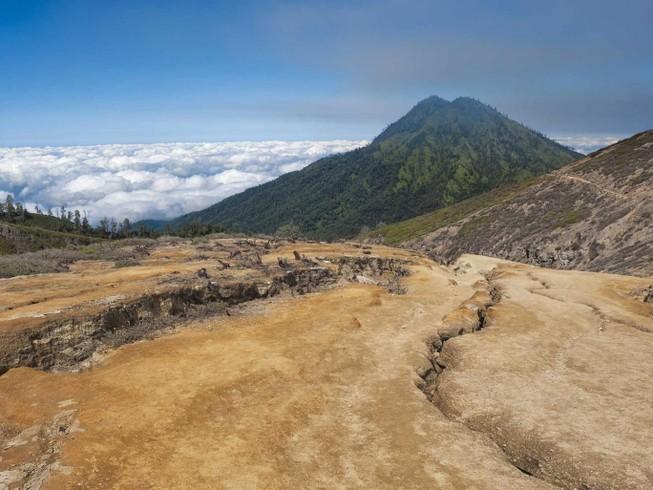 Máy bay chở khách mất tích ở Indonesia