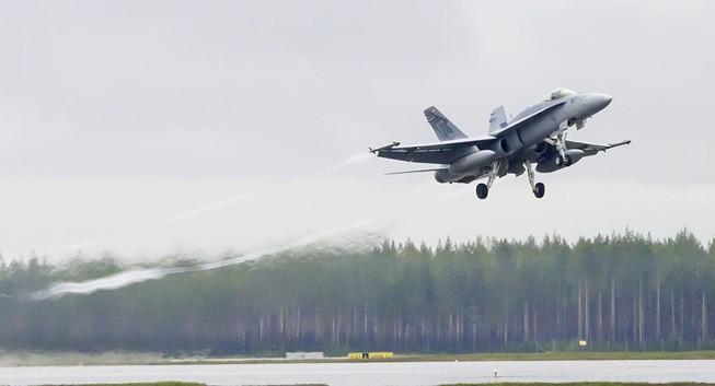 Máy bay Nga-Pháp suýt đâm vào nhau