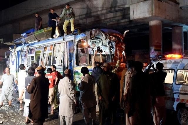 Đánh bom xe bus, ít nhất 11 người chết