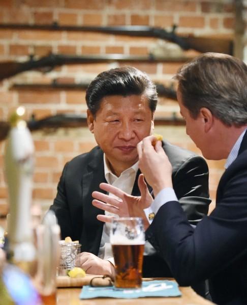 Ông Tập uống bia bàn chính sự với thủ tướng Anh