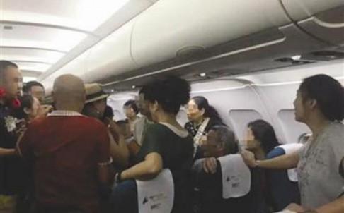 Hành khách Trung Quốc bị đuổi khỏi máy bay trước giờ cất cánh