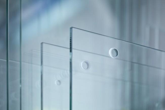 Nhật Bản chế tạo ra kính cứng như thép