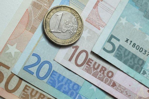 Cụ bà 85 tuổi cắt vụn gần 1 triệu euro trước khi qua đời