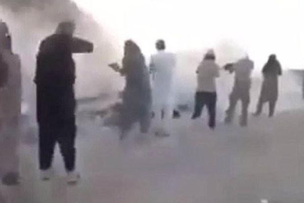 IS hành quyết dã man 200 trẻ em