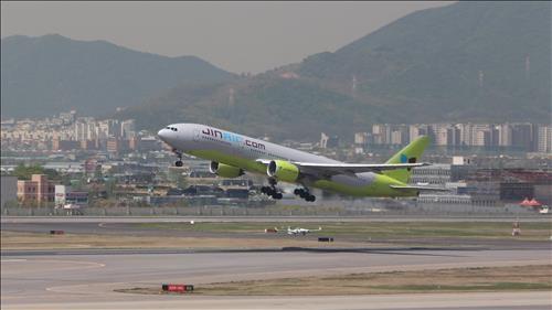 Máy bay Hàn Quốc ngừng cất và hạ cánh để thi đại học