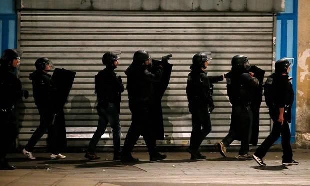 Đấu súng ở Paris: Hai tên khủng bố thiệt mạng, liên tiếp nổ lớn