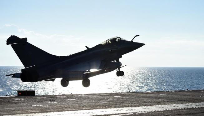 Tàu sân bay Pháp khởi động chiến dịch không kích IS