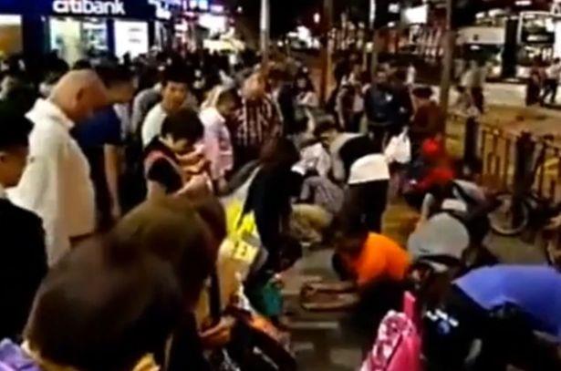 'Mưa kim cương' gây náo loạn đường phố Hong Kong