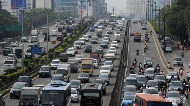 Xe lửa và xe buýt đâm nhau ở Indonesia, 14 người chết