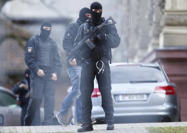 Đức bắt giữ giáo sĩ tuyển mộ khủng bố và vận chuyển vũ khí