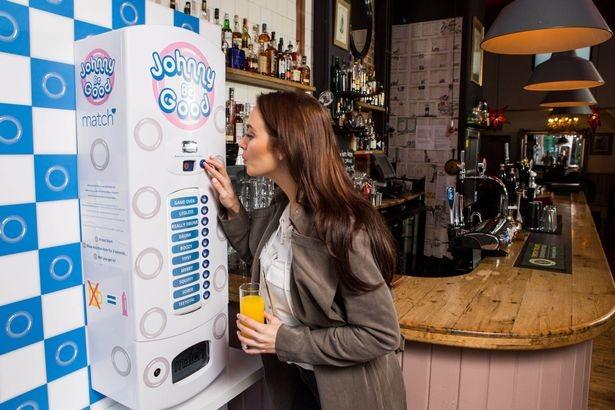 Máy phân phát bao cao su miễn phí cho ai không say rượu