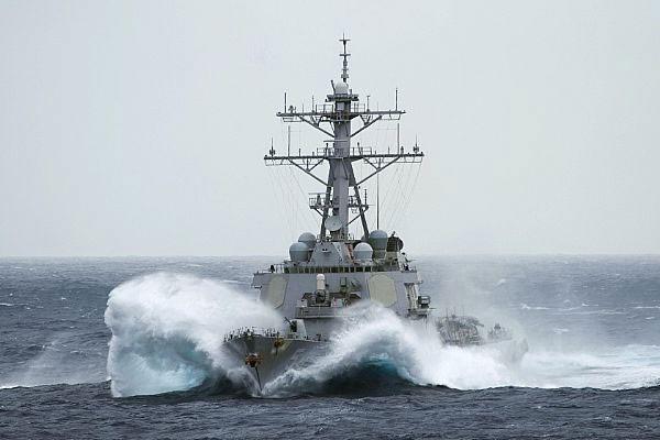 Tàu chiến Mỹ áp sát đảo Trung Quốc chiếm đóng tại Hoàng Sa