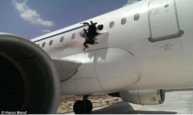 Nghi can đánh bom phá thủng máy bay Somali lộ diện