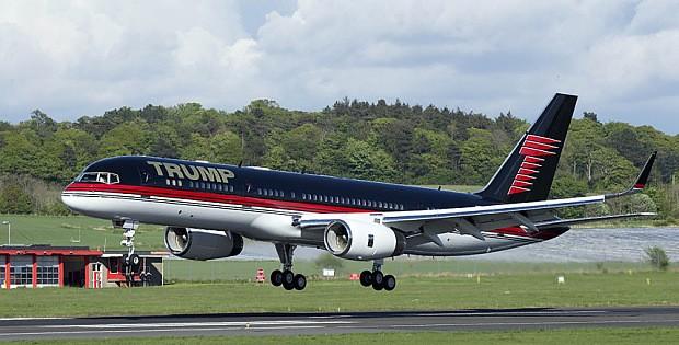 Máy bay chở tỷ phú Donald Trump hạ cánh khẩn vì hỏng động cơ