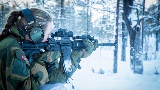 Na Uy huấn luyện đội đặc nhiệm 'toàn nữ' đầu tiên trên thế giới