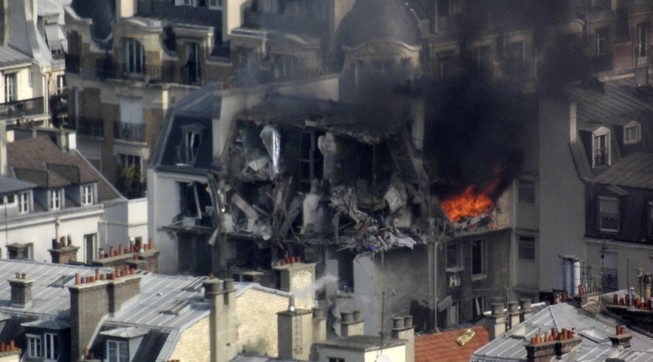 Nổ gas dữ dội tại Paris: 17 người bị thương
