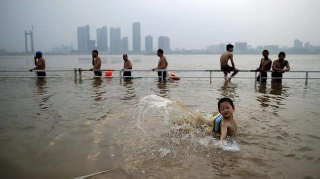 Dân Trung Quốc sẽ phải căng mình chống lũ sông Dương Tử
