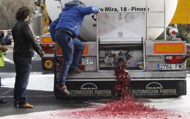 Rượu vang Tây Ban Nha bị các nhà sản xuất rượu Pháp tấn công