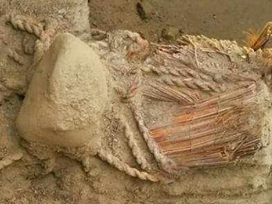 Phát hiện xác ướp nữ 4.500 năm tuổi ở Peru