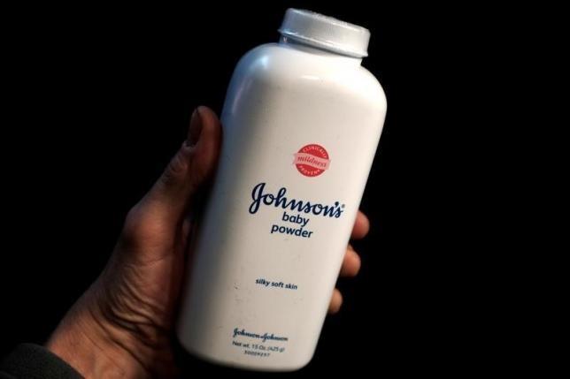 Johnson & Johnson lại thua kiện 55 triệu USD vì bột talc gây ung thư