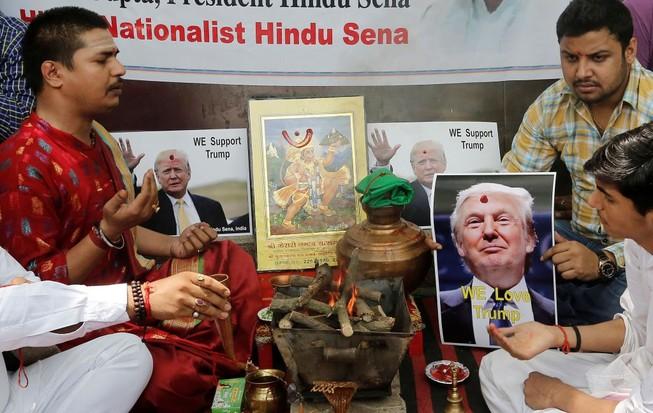 Dân Ấn Độ làm lễ cầu Donald Trump thành tổng thống Mỹ