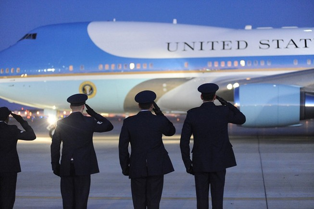 Căn cứ chứa chuyên cơ tổng thống Mỹ bị dọa đánh bom