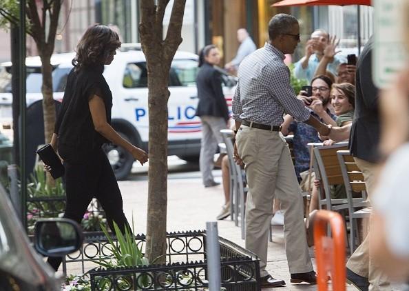 Ông Obama 'hẹn hò' cùng vợ ở nhà hàng Mexico sau khi về nước