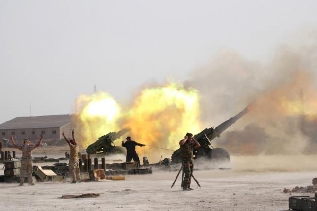 Lực lượng IS lâm vào thế khó, 'lưỡng bề thọ địch'