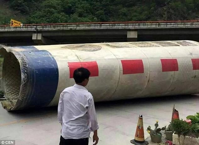 Dân Trung Quốc phẫn nộ vì mảnh vỡ tên lửa rơi trúng nhà
